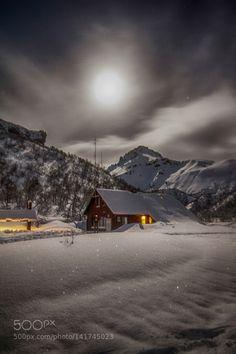 photography-col:  Winter Cottage in Thorsmork © by DagurJonsson