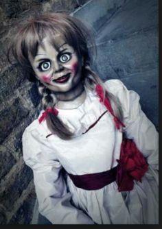 I want an annabelle piece on me! Annabelle Makeup, Annabelle Costume, Annabelle Halloween, Annabelle Doll, Halloween Hq, Halloween Looks, Halloween Horror, Halloween Makeup, Halloween Costumes