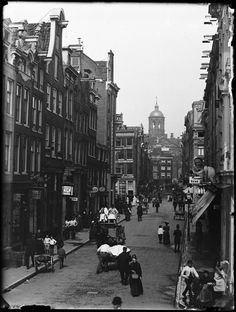 Oude Doelenstraat, Amsterdam 1890. Foto: Jacob Olie Amsterdam Winter, I Amsterdam, Dutch Golden Age, Interesting Buildings, Fishing Villages, 12th Century, Old Pictures, Netherlands, The Past