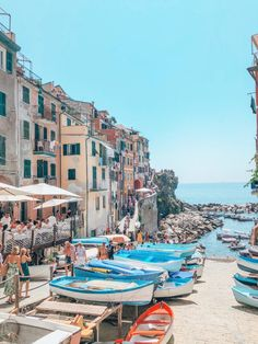 Escapade aux Cinque Terre – Lucile in Wonderland Sorrento Italy, Italy Italy, Italy Places To Visit, World Travel Guide, Trevi Fountain, Discount Travel, Amalfi Coast, Adventure Is Out There, Travel Goals