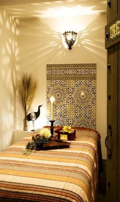 エステ・マッサージサロン/モロッコスタイルFATIMA:施術室| Moroccan tile、ライト(GADAN) |塗り壁(ダイアトーマス)