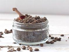 Le café moulu et le bicarbonate de soude