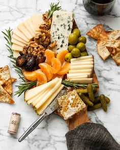 Winter Cheese Board The only cheese board you will need to get you through the cold-weather season. Filled with bold, smooth cheeses, dried fruit, honeycomb, and more. This is your game-plan to get you through this chilly season. Plateau Charcuterie, Charcuterie And Cheese Board, Charcuterie Platter, Cheese Boards, Cheese Board Display, Food Platters, Cheese Platters, Dessert Dips, Desserts