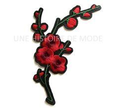 Patch , écusson thermocollant branche fleurs rouges avec bourgeons à coudre ou repasser 125 x 95 mm - applique fleur brodée - écusson : Déco, Customisation Textile par une-histoire-de-mode