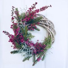 AS-kartelut: Kanervakranssi #kanerva #kranssi #syksy Grapevine Wreath, Grape Vines, Christmas Wreaths, Holiday Decor, Home Decor, Decoration Home, Room Decor, Vineyard Vines, Home Interior Design