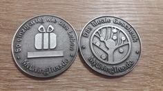 So sehen die MLT Gutscheinmünzen aus. Auf dem Balken unter dem Geschenksymbol wird der Gutscheincode gelasert. Personalized Items, Random Stuff, Gifts