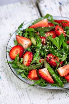 Grüner Spargel & Erdbeer Salat Green asparagus salad with strawberries and black lentils! Vegan and gluten free … Grilling Recipes, Beef Recipes, Vegetarian Recipes, Cooking Recipes, Healthy Recipes, Lentil Recipes, Salad Dressing Recipes, Salad Recipes, Law Carb