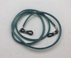No te pierdas este artículo de mi tienda de #etsy: Eyeglasses chain. Cordón gafas mod. Leather. Eyeglasses necklace Leather Lanyard, Piel Natural, Glass Jewelry, Craft Jewelry, Eyeglass Holder, Glass Pendants, Eyeglasses, Etsy, Keychains