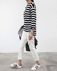 Ideas For Sneakers Fashion Adidas Street Style Minimal Chic Sneakers Outfit Summer, How To Wear Sneakers, Sneaker Outfits Women, Sneakers Fashion Outfits, Black Adidas Superstar, Adidas Superstar Outfit, Minimal Classic, Minimal Chic, Moda Sneakers