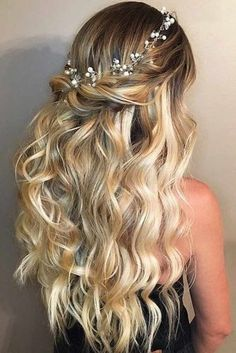 Wedding Hairstyles Half Up Half Down - Hairstyles for long hair are really popular right now. See our 18 amazing Christmas ideas of half up half down hairstyles for long hair. Sweet 16 Hairstyles, Down Hairstyles For Long Hair, Scarf Hairstyles, Braided Hairstyles, Lazy Hairstyles, Everyday Hairstyles, Quinceanera Hairstyles, Homecoming Hairstyles, Wedding Hairstyles