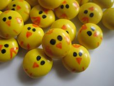 M & M baby chicks done with edible food coloring pens - clever! Edible Crafts, Edible Food, Hoppy Easter, Easter Chick, Idee Diy, Easter Celebration, Baby Chicks, Easter Treats, Easter Recipes