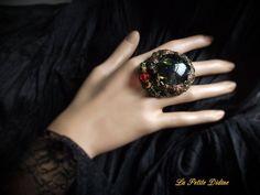 Bague baroque, estampe vintage filigranée, rouge, vert, doré, Cristal de Swarovski, Bague victorienne, Ring baroque, Art nouveau,Fancy ring de la boutique LaPetiteDidine sur Etsy