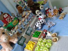Festa de 2 anos do Luan feita por mim. Farm Animal Cakes, Farm Animals, Holiday Decor, Party