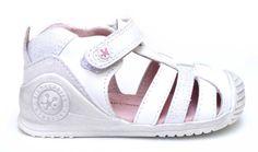 Biomecanics sandalia en piel color blanco y plata.