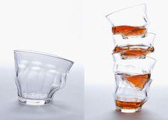 Лондонская студия дизайна Loris разработала серию стеклянных стаканов. Их необычность заключается в том, что они имеют форму расплавившегося стекла