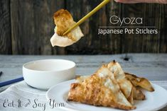 A homemade recipe for Japanese Pot Stickers, called Gyozas. Sauce Recipes, Meat Recipes, Asian Recipes, Ethnic Recipes, Yum Yum Sauce, Food Reviews, Recipe Collection, Love Food, Food Inspiration