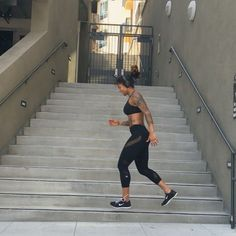STAIR WORKOUT CHALLENGE// TAG YOUR BFFS AND WORKOUT BUDDIES TO CHALLENGE. WHO ARE YOU CHALLENGING? @MAWARRIORS READY? FIND A NICE SET OF STAIRS//REPEAT EACH MOVE FOR TWO ROUNDS // MODIFY ANY MOVE YOU CANT PERFORM BY DOUBLING UP ON ONE THAT IS EASY TO PERFORM. TAG ME WITH #MA30DAY AND SHOW ME YOUR BEST ATTEMPT! WWW.MASSYARIAS.COM ___________________________________________________ AQUI ESTA EL RETO DE LAS ESCALERAS// MENCIONA A TUS COMPANEROS DE ENTRAMIENTO Y RETALOS. YO RETO A ...