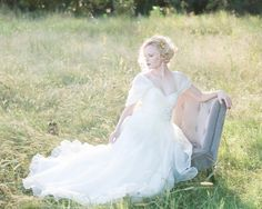 Our editor, Lindsay, fell head-over-heels for this bridal session, and it's not hard to see why!