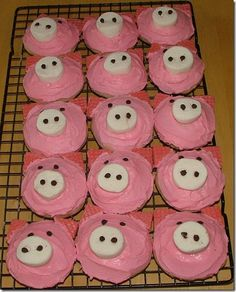 cupcake decorating idea for Five Little Piggies - Cupcakes Piggy Cupcakes, Animal Cupcakes, Cute Cupcakes, Zebra Cookies, Pig Cookies, Pig Roast Party, Pig Party, Farm Party, Cupcake Day