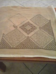 Μαρία Τσαπάρα Beaded Embroidery, Embroidery Stitches, Embroidery Designs, Bargello, Stitch Design, Blackwork, Cross Stitch Patterns, Needlework, Applique