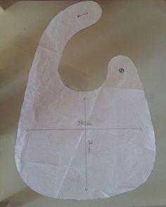 20 Ideas For Baby Diy Pattern Bandana Bib Baby Couture, Couture Sewing, Baby Sewing Projects, Sewing For Kids, Baby Bibs Patterns, Sewing Patterns, Baby Bib Tutorial, Diy Bebe, Bib Pattern