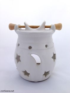 These stylish hanging pot ceramic oil burners are perfect for heating fragrance oils. They allow the oils fragrance to permeate the air with a lovely, long-lasting, smoke free aroma. The star and moon