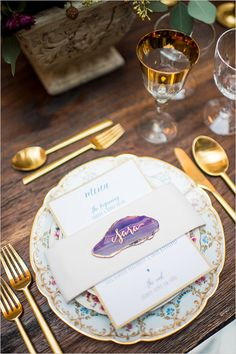 purple geode place card idea @weddingchicks