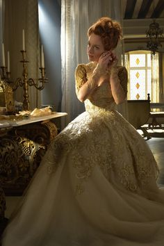 Elizabeth is about to make some heads turn on the next episode of 'Reign.' Elizabeth is about to make some heads turn on the next episode of Reign. Reign Season 3, Foto Glamour, Elisabeth I, Marie Stuart, Reign Tv Show, Reign Dresses, Reign Fashion, Period Costumes, Photo Instagram