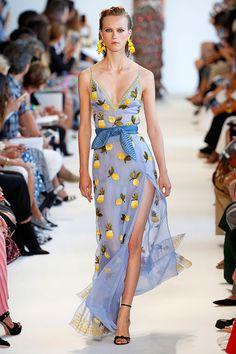 coleção de primavera-verão 2017 da Altuzarra apresentada na Semana de Moda de NY tem o seu valor porque é mais feliz e (ainda mais) sensual que o de costume.