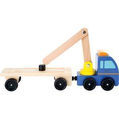 Camionul din lemn masiv cu remorcă este complet echipat pentru a ridica mașinuțele parcate neregulamentar. Jucăria dispune de de o macara auto la care este atașat un magnet ce ajută la încărcarea mașinuțelor în camion. Mașinuțele sunt apoi transportate și descărcate în parcul auto.