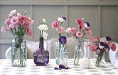 Einweckgläser und Flaschen statt Vasen - Blumen in Rosatönen