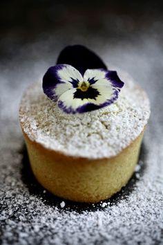 Mini poundcake topped with a fresh pansy