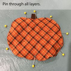 Doesn't everyone need a cute raggedy homespun plaid pumpkin coaster to sit that steamy mug of apple cider on? Fall Sewing Projects, Sewing Projects For Beginners, Quilting Projects, Autumn Crafts, Holiday Crafts, Fall Festival Decorations, Holiday Decorations, Halloween Wood Crafts, Halloween Sewing