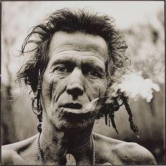 Keith Smoking, by Anton Corbijn, 1999.
