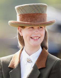 Lady Louise, dressed in an outfit inspired by Victorian era, completed with beautiful hat & silver brooch in celtic design took part in a carriage driving. Elizabeth Philip, Queen Elizabeth Ii, Prince Charles, Prince Edward, Viscount Severn, Lady Louise Windsor, Princess Louise, Camilla Parker Bowles, Duchess Of Cornwall