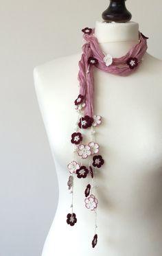 Silk Necklace Pink Silk  Foulard Burgundy White por ReddApple