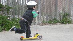 Kick scooter is a great source of fun and enjoyment for all.Nowadays Kick scooter is favorite gifts for kids in a various occasion like Christmas,Hallowen. 3 Wheel Scooter, Kids Scooter, Pro Stunt Scooters, Micro Kickboard, Micro Scooter, 3rd Wheel, Fine Motor Skills, Stunts