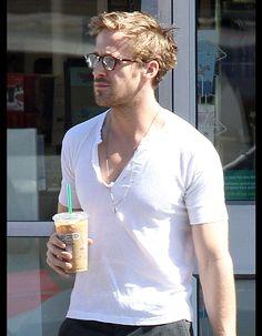 A Los Angeles, le 3 mai 2011. - 50 photos pour aller au septième ciel avec Ryan Gosling - Elle