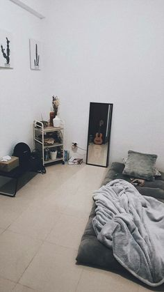 Room Design Bedroom, Home Room Design, Room Ideas Bedroom, Small Room Bedroom, Bedroom Layouts, Bedroom Decor, Small Apartment Bedrooms, Aesthetic Room Decor, Minimalist Room