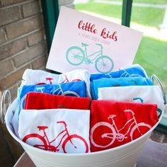 bicycle birthday party (in aqua, red and pink) Dirt Bike Party, Bicycle Party, Kids Party Themes, Birthday Party Favors, Diy Birthday, Birthday Invitations, Party Ideas, Park Birthday, Bicycle Birthday Parties