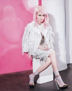 Pastel pink hair. Would live to do this one day. Not sure I could actually pull it off though.