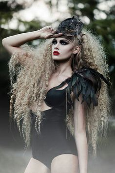 Love the look of this feathery black hat. Photo by Amanda Diaz. #black #hat #fascinator