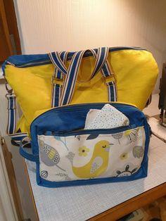 Trousse de toilette Fringante et sac weekend Boston bleus et jaunes cousus par Emmanuelle - Patrons Sacôtin