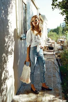 {White knotted shirt and denim.} 2019 {White knotted shirt and denim.} The post {White knotted shirt and denim.} 2019 appeared first on Denim Diy. Street Style Outfits, Looks Street Style, Looks Style, Casual Outfits, Look Fashion, Fashion Outfits, Womens Fashion, Fashion Trends, Fashion Bloggers