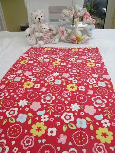 BN Gorgeous Summery Clarke And Clarke 100 % Cotton Duck Remnant In Retro Floral