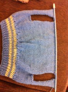 O inverno deste ano veio com tudo. Até os peludos estão sentindo. Então, fiz mais uma roupinha de lã para o meu Kakau. ...