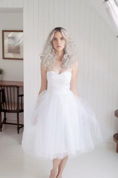 Hey, I found this really awesome Etsy listing at https://www.etsy.com/listing/211412403/white-tulle-short-wedding-dress-tea