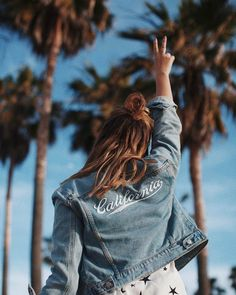 The must-have jacket this season: a customized version of the classic denim outwear. Mix it with a half knot and bold accessories for an inspired vintage look.