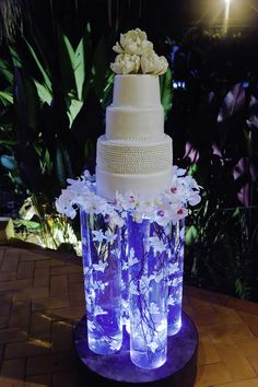 Real weddings throughout Costa Rica planned by wedding planners Weddings Costa Rica. Locations like Osa, Santa Teresa, Coco, Tamarindo Manuel Antonio, Arenal Wedding Shower Cakes, Unique Wedding Cakes, Cake Table, Dessert Table, Best Wedding Dresses, Real Weddings, Destination Weddings, Let Them Eat Cake, Party Cakes