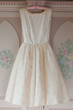 Dresses that have fitted waists and then fan out are so amazing, plus the lace collar is caaaute!